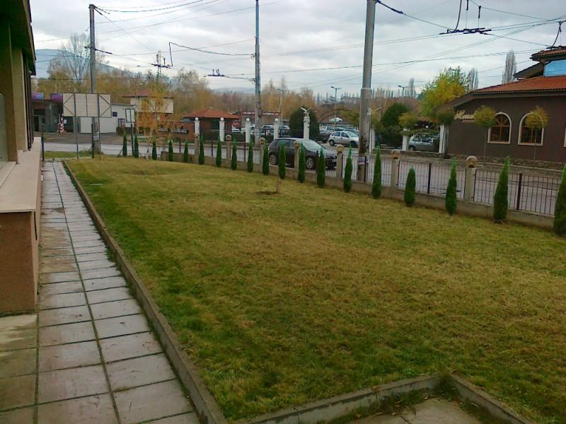 Зелена площ в гр. Перник с поливна система