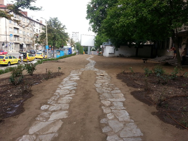 плочо пътека на тревна фуга