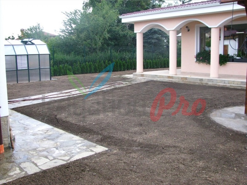 хумусна почва за засяване с райграс