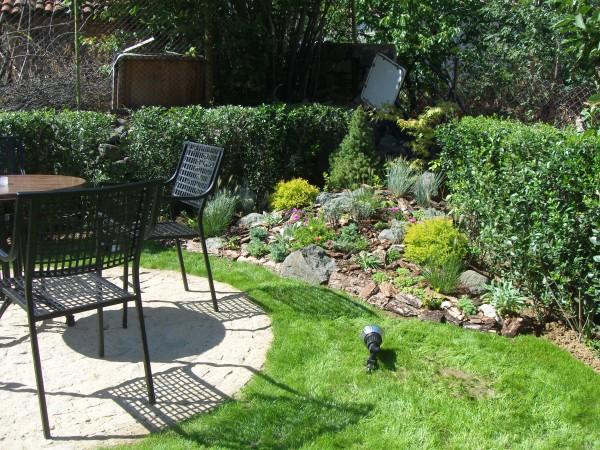 Озеленяване на двор и алпинеум в кв. Бояна