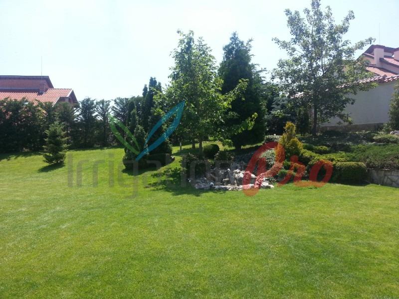 косене на трева в двор