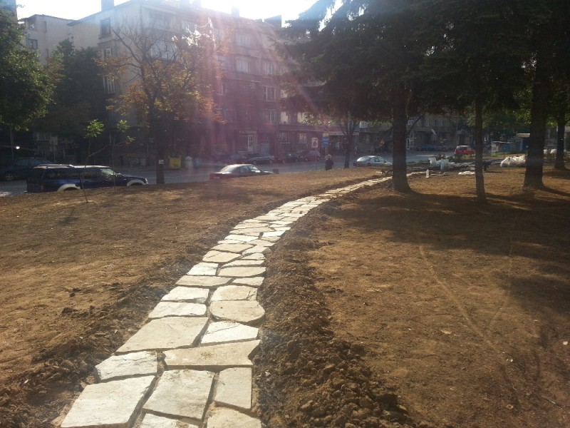 изграждане на алея от дялан камък