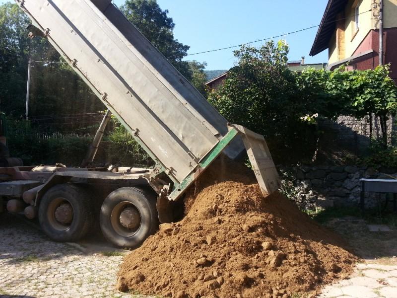 Доставка на хумусна почва в София